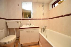 A bathroom at East Finchley Garden Apartment