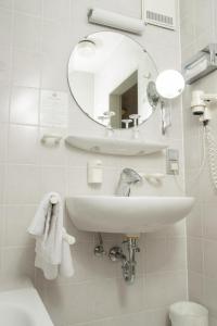 Ein Badezimmer in der Unterkunft Hotel zum Ochsen