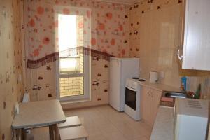 Кухня или мини-кухня в Apartment on Lenina 198