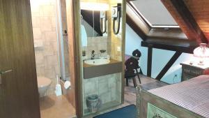 Ein Badezimmer in der Unterkunft Hotel Bären Bern-Neuenegg
