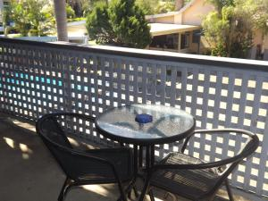 A balcony or terrace at Golden Sands Motor Inn