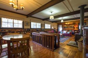 The lounge or bar area at Walhalla Coach House