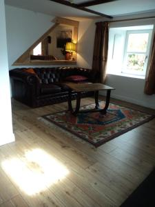 A bed or beds in a room at Shiplake Mountain Farmhouse