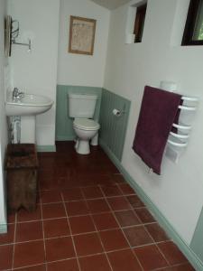 A bathroom at Shiplake Mountain Farmhouse