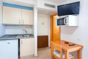A kitchen or kitchenette at Apartamentos Mar y Playa