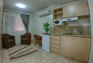A kitchen or kitchenette at B Flat V