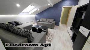 A seating area at Top Belgrade Apartments