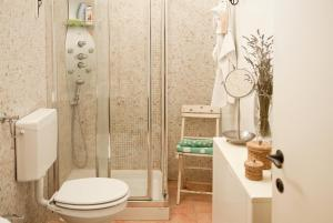 A bathroom at La Casetta Con La Porta Verde