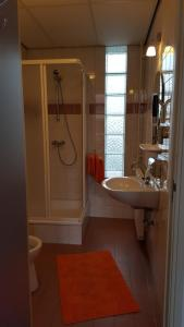A bathroom at Hotel Ambiente