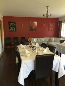 A restaurant or other place to eat at Red Gate House B&B
