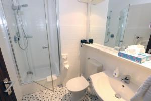 A bathroom at Hotel Kröger
