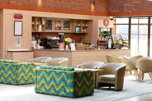 The lounge or bar area at Yarnfield Park Training And Conference Centre