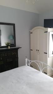 A bed or beds in a room at Bridge View B&B