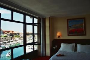 A bed or beds in a room at Las Rocas