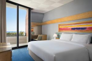 A bed or beds in a room at Four Points by Sheraton Catania Hotel