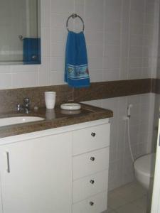 A bathroom at Flat Recife Quarto
