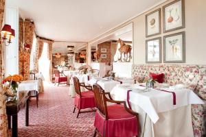 A restaurant or other place to eat at Summer Lodge Country House Hotel