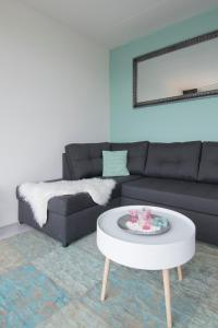A seating area at Amsterdam Beach Apartment 80