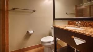 A bathroom at Best Western Plus Coastline Inn