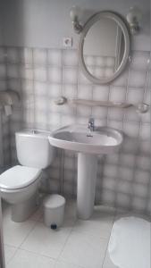 A bathroom at Le Refuge du P'tit Fischer