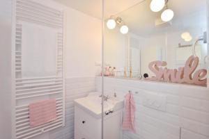 A bathroom at Klauzál33 Apartments