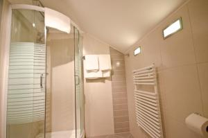 A bathroom at Promedicum Panzio