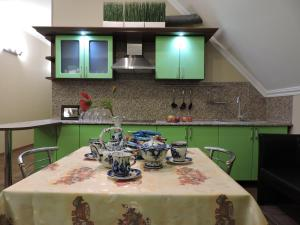 A kitchen or kitchenette at Apartments on Mira