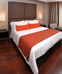 Cama ou camas em um quarto em Carles Hotel