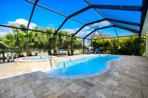 Der Swimmingpool an oder in der Nähe von Villa Savannah