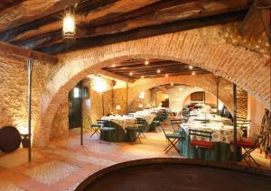 Ein Restaurant oder anderes Speiselokal in der Unterkunft Quinta Da Praia Das Fontes