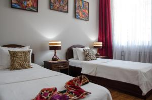 A bed or beds in a room at Hotel Jipek Joli
