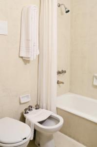 Un baño de Hotel Presidente