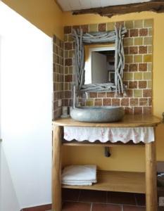 A bathroom at Le Lys de la Vallée