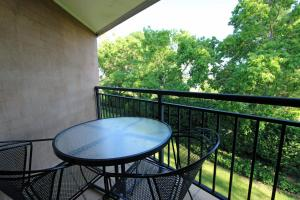 A balcony or terrace at Mercure Resort Hunter Valley Gardens