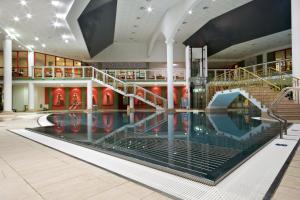 Der Swimmingpool an oder in der Nähe von Hotel Luisa