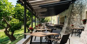 Restaurant ou autre lieu de restauration dans l'établissement Domaine de Châteauvieux