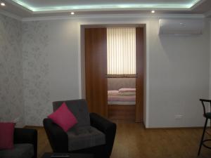 A seating area at Apartments on Metro Druzhba