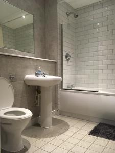 A bathroom at QuickSpaces Heart of the City