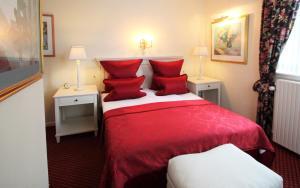 En eller flere senge i et værelse på Store Restrup Manor House