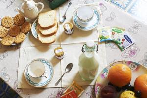Frühstücksoptionen für Gäste der Unterkunft Butterflys b&b suite home