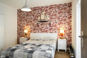 Łóżko lub łóżka w pokoju w obiekcie Apartamenty Bałtyckie - Bulwar Portowy