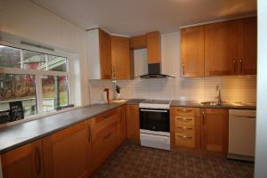 A kitchen or kitchenette at Lyngen Home