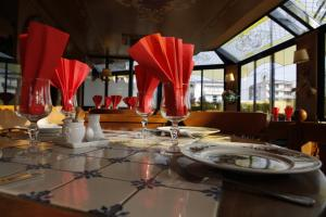A restaurant or other place to eat at Le Refuge du P'tit Fischer