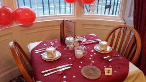A restaurant or other place to eat at Molyneux Guesthouse