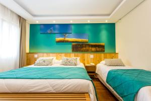 A bed or beds in a room at Hotel Serra da Estrela