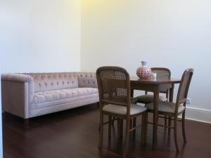 Ein Sitzbereich in der Unterkunft Chateau Flores