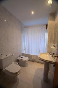 A bathroom at Hotel Ramos