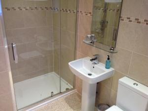 A bathroom at Crich Lane Farm