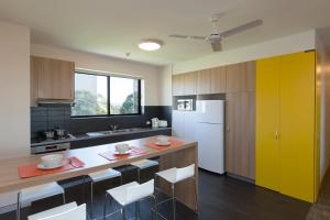 A kitchen or kitchenette at Western Sydney University Village - Penrith