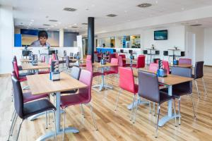 A restaurant or other place to eat at Travelodge Barcelona Fira